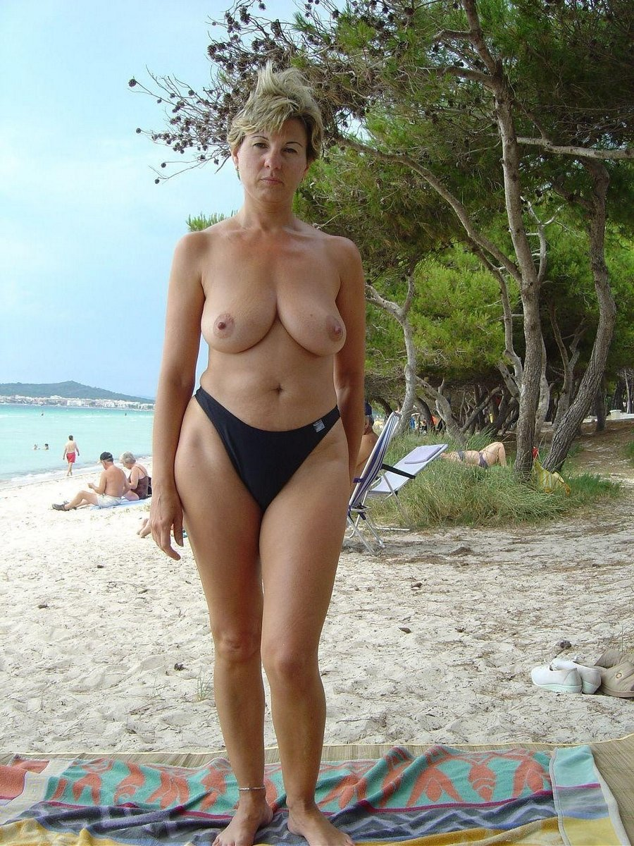 Middle-aged women in bikini pictures