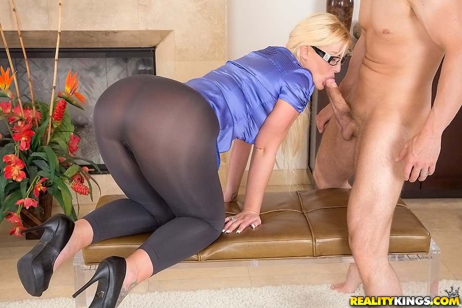 Milf sucks car ass