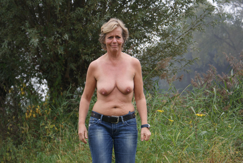 Mature nudist photos for your