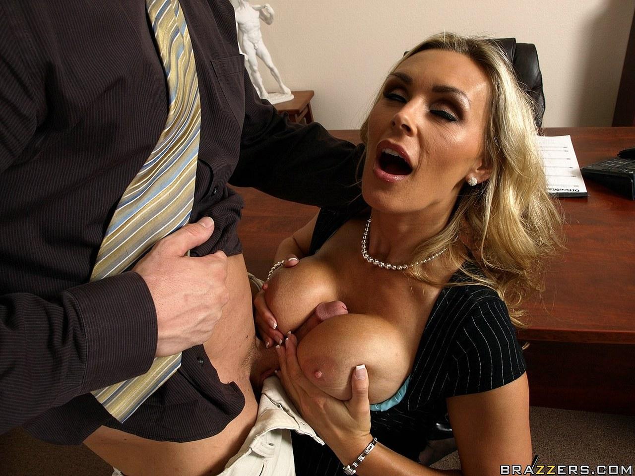 Полюбила именно своего коллегу по работе » Порно онлайн ...