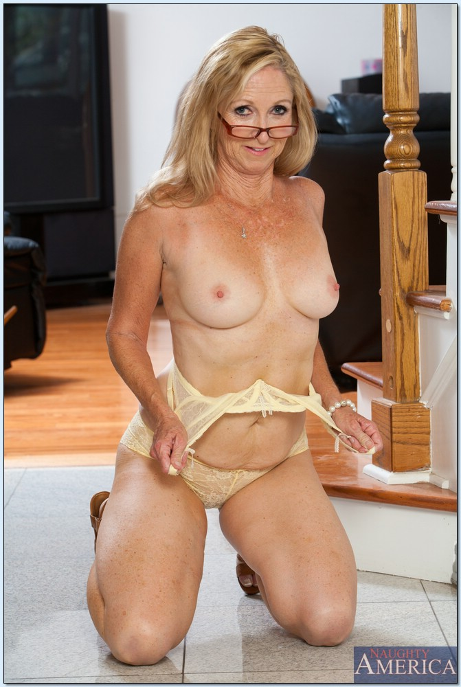 Over 60 gilf pearl gets funky with her monkey