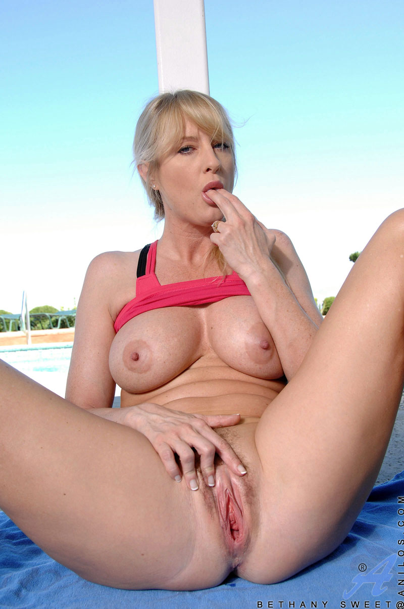 Nude Milf Photo Gallery