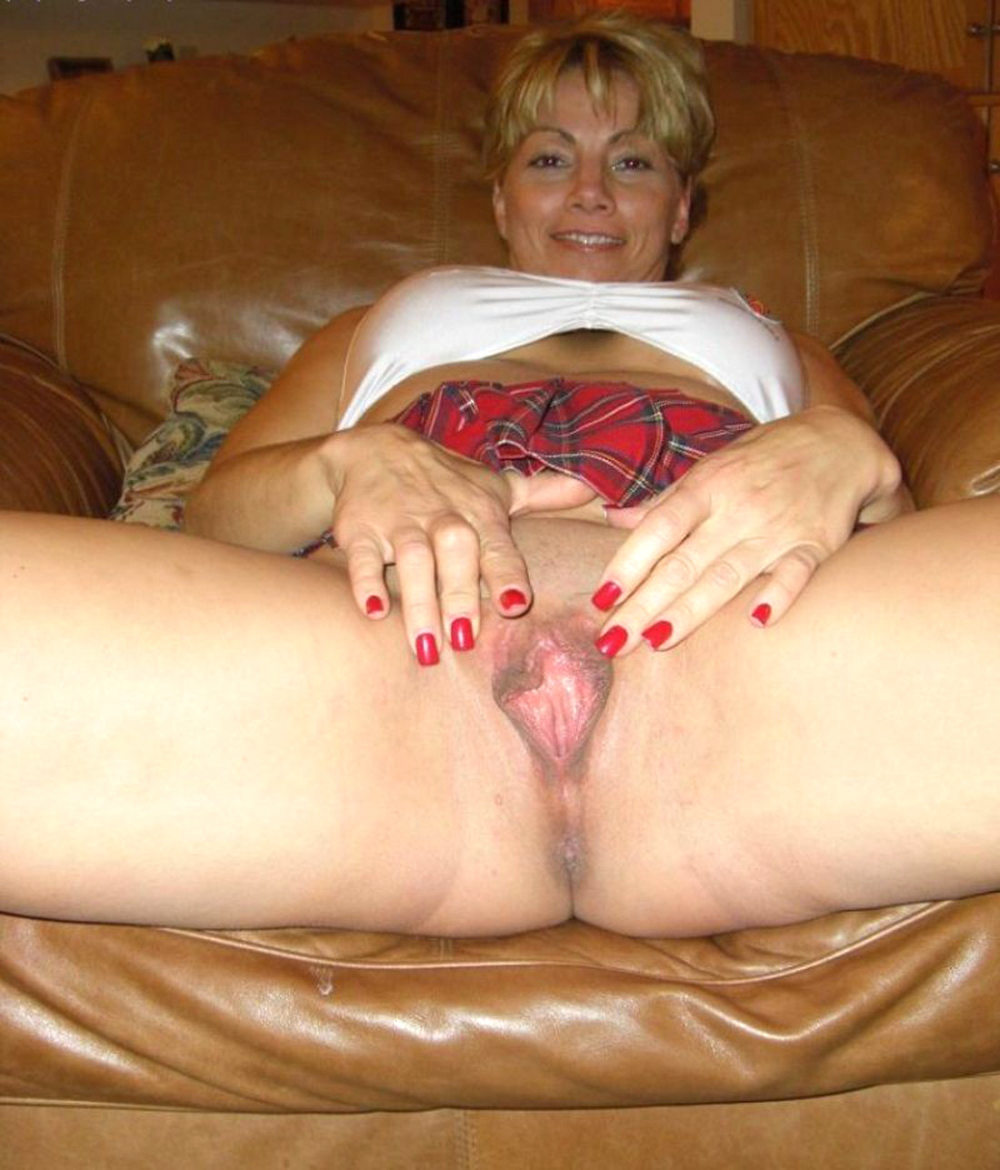 Spreading pics mom Sexting Pics