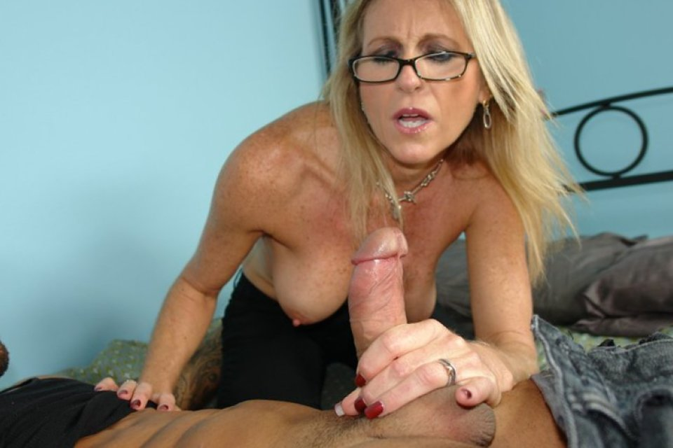 Older women hand jobs xxx
