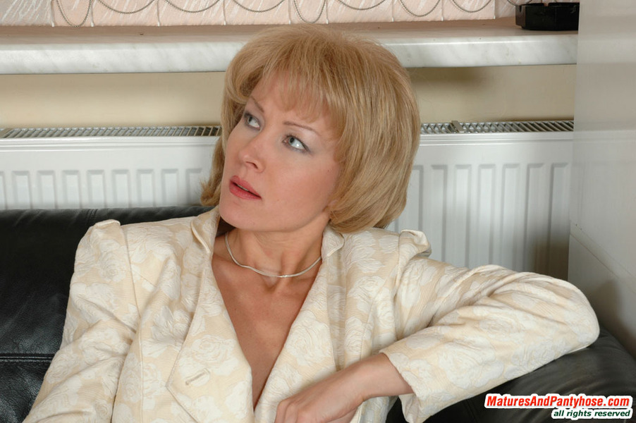 Horny milf deliah dukes is on her knees and sucking dick 8