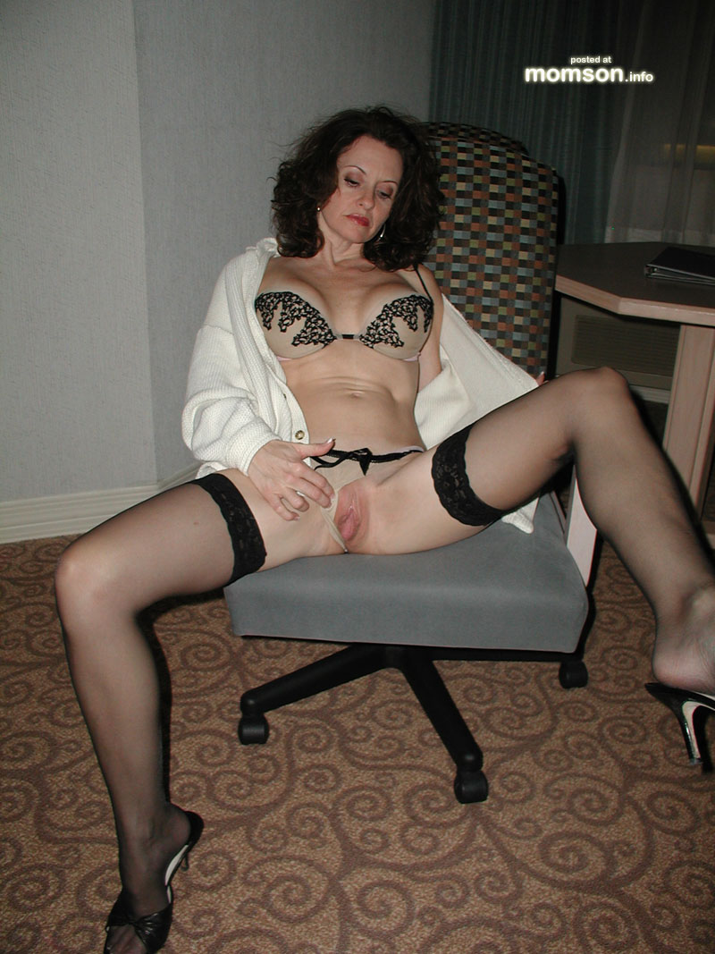 Moms Pussy Photos Amateur Pussy Nude Pics Mom Naked Hairy Mother ...