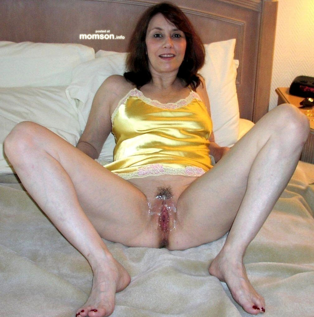 naked mom cum on pussy