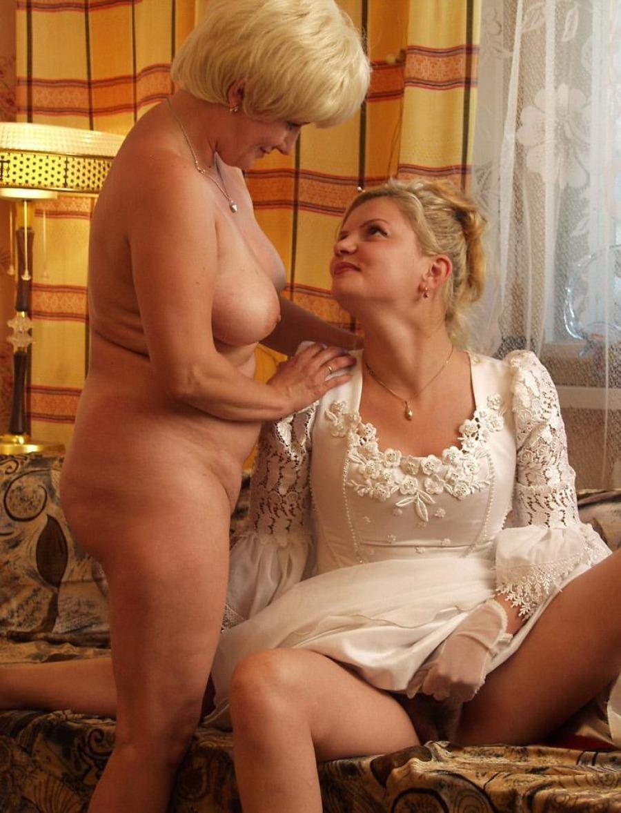 Тёща и невеста голые порно 14 фотография
