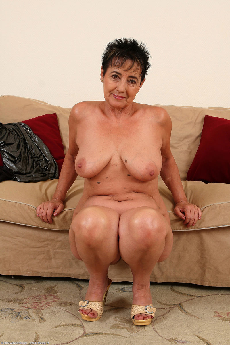 Black Naked Granny 77