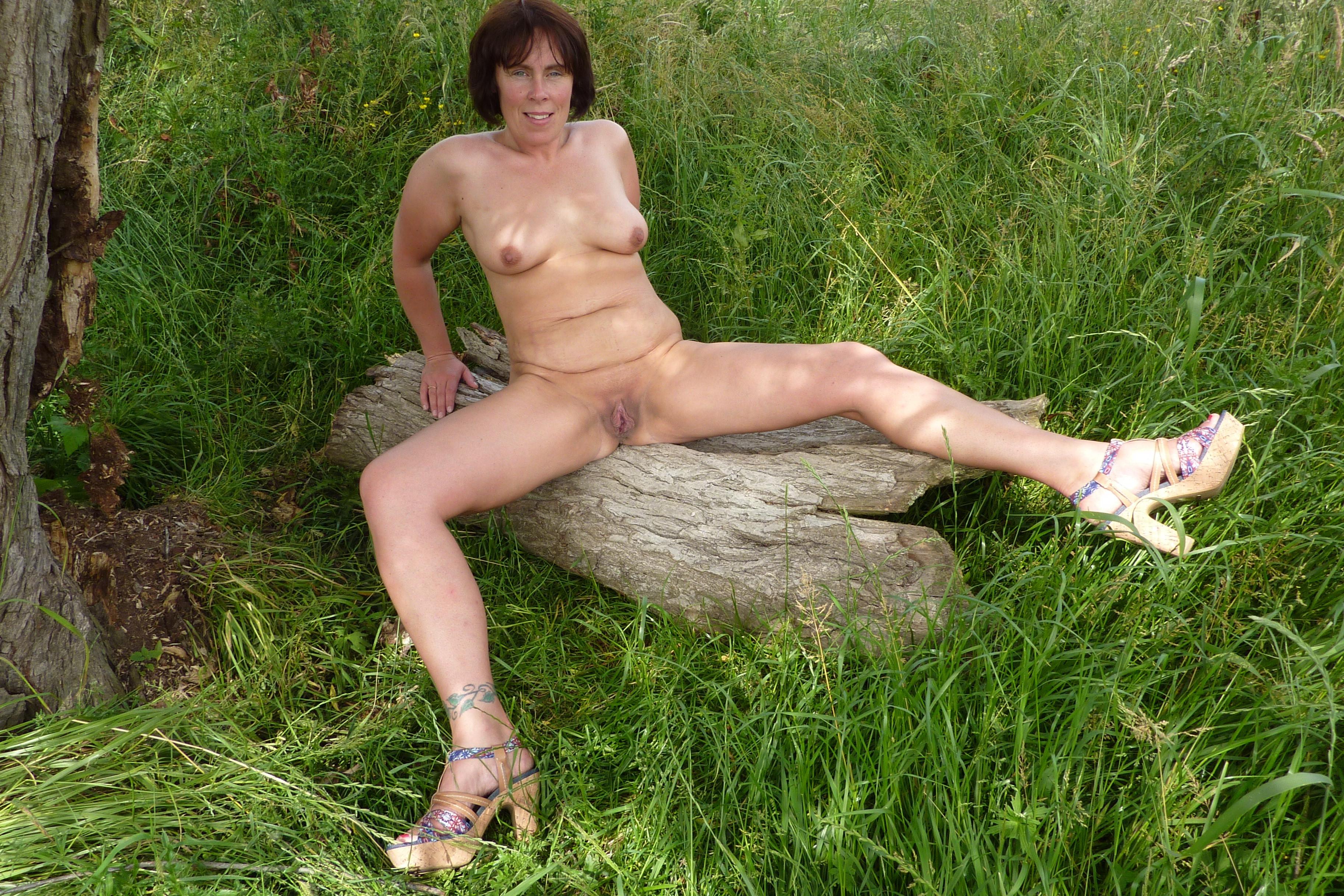 Out door living nude