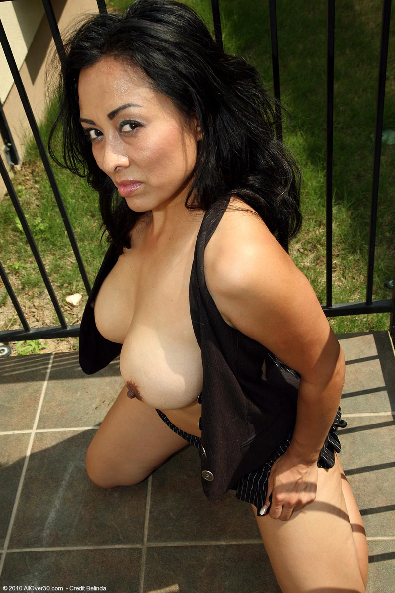 Naked Milf Pics Naked Galleries Latin Milf Hot Gets Curvy Outside