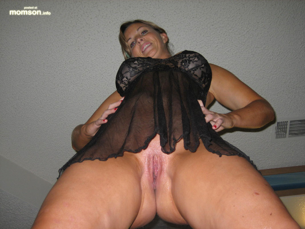 Naked Mom S Pussy Mom Picture Wet Hot Cunt Sexy Moms Exposing