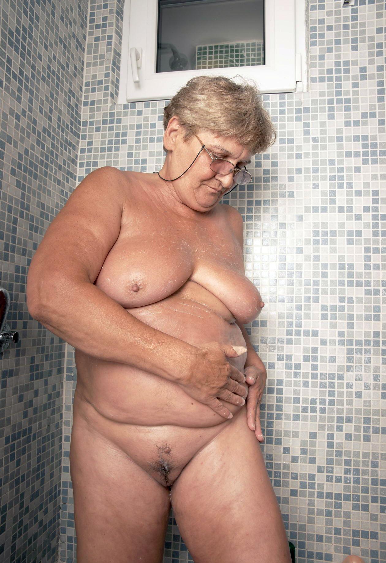 vids Nude gran