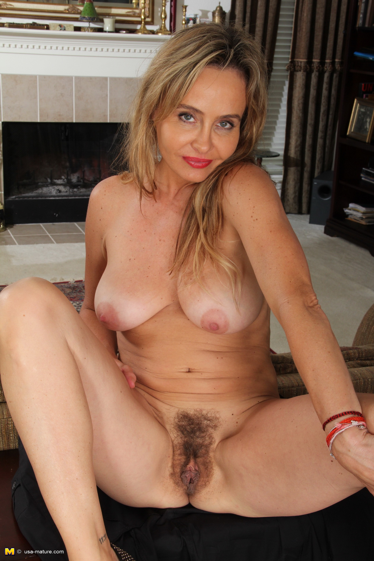 Mature women nude what