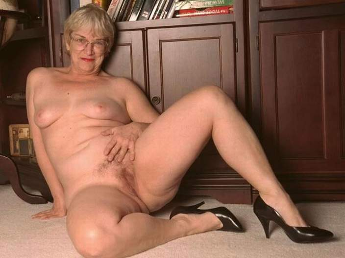 Older womens nice nude body