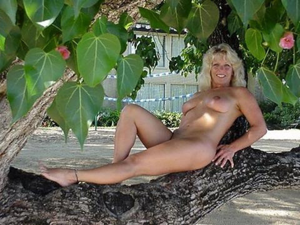 nudist photos mature pictures galleries pic beach naturist topless
