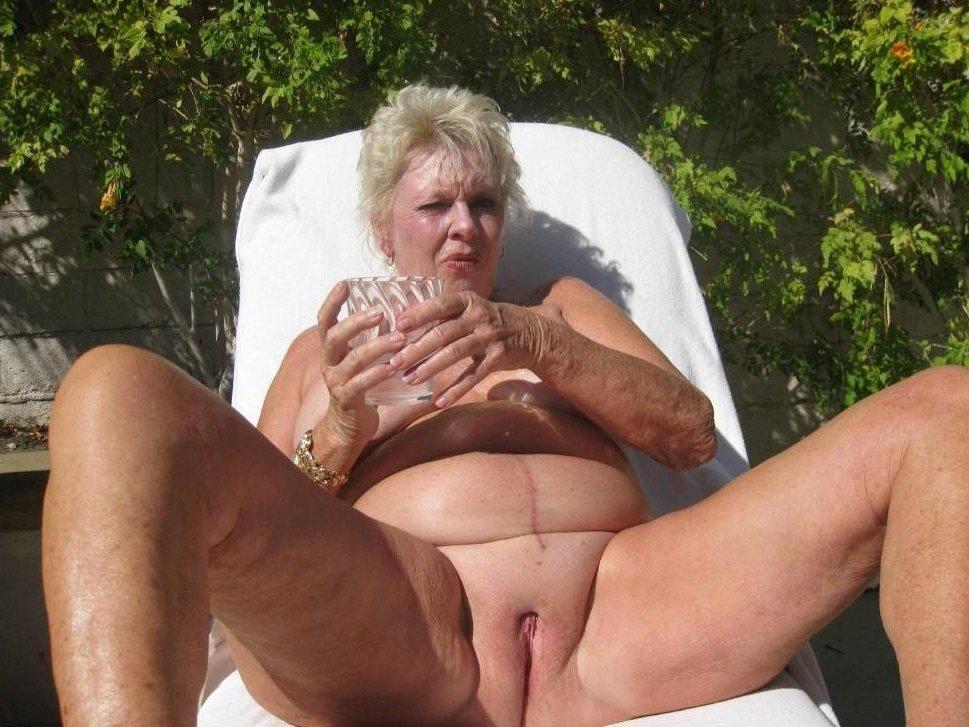 Mature nudiest women