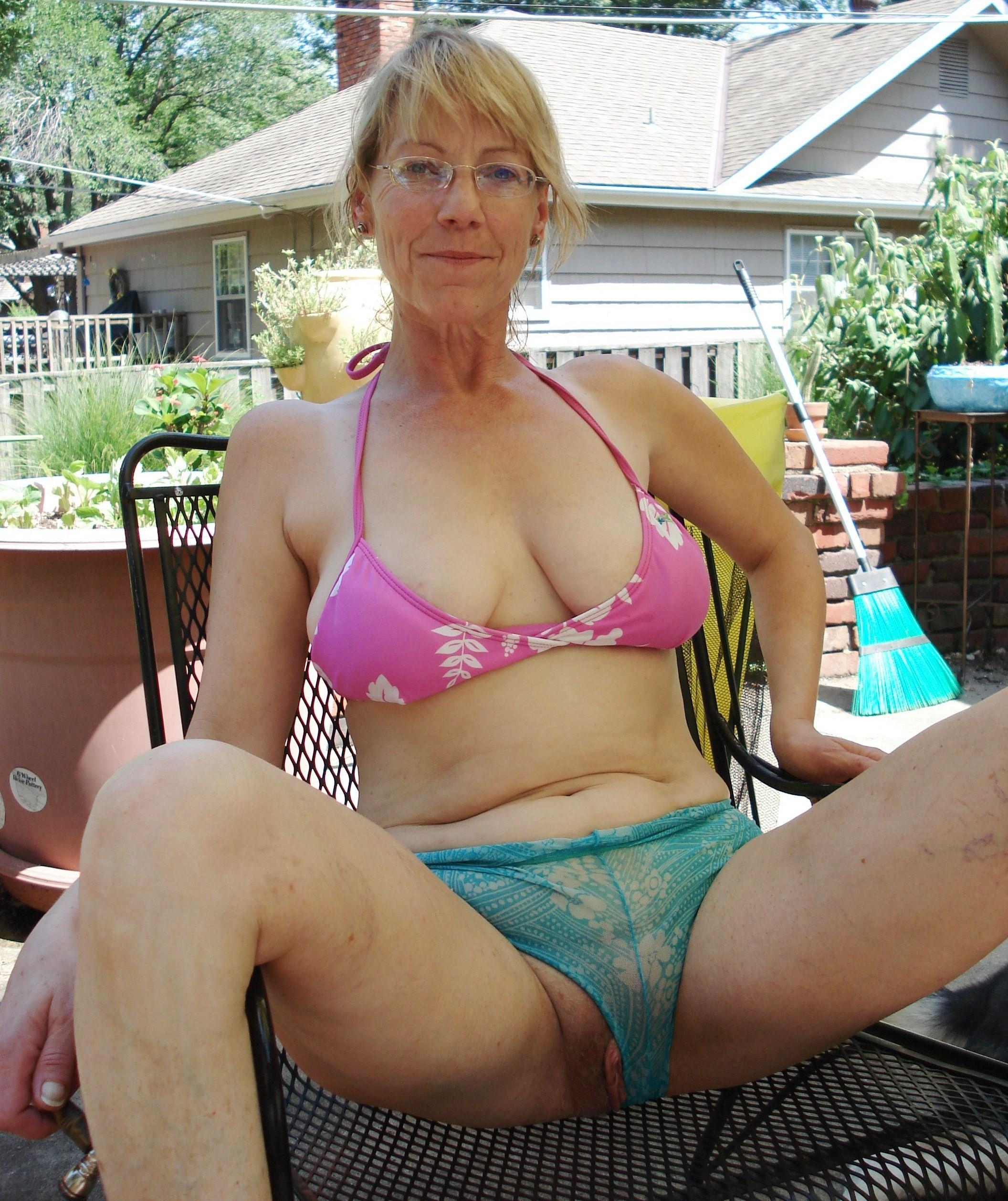 boob free mature