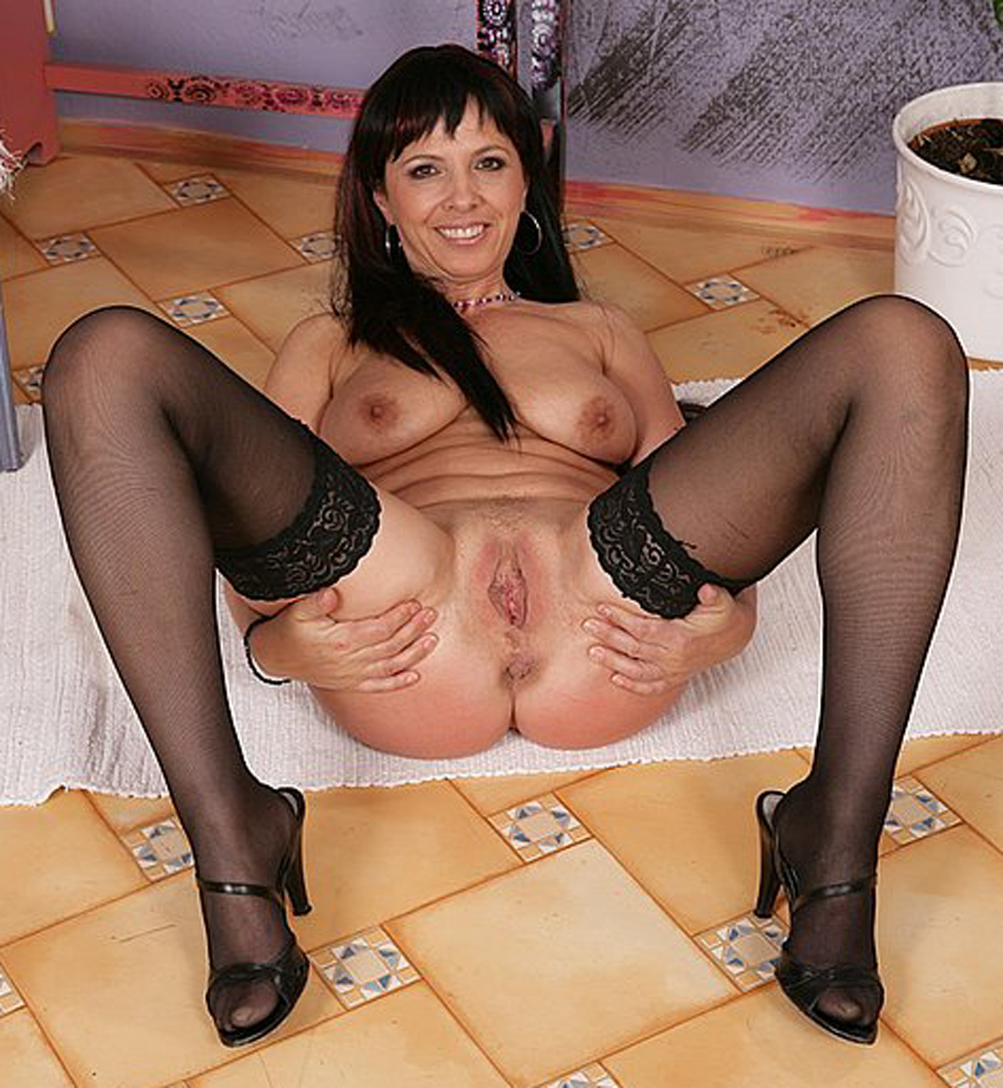 ||old milfs pussy