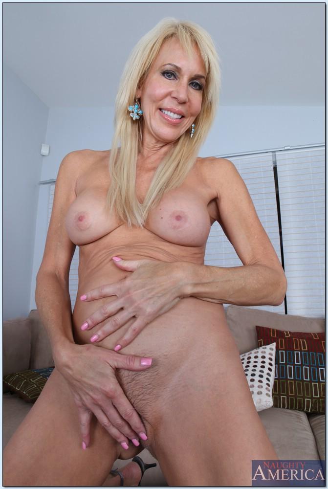 rihanna s naked vagina