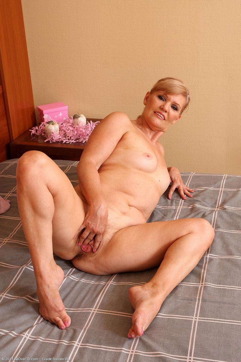 Nude pics older Welcome to