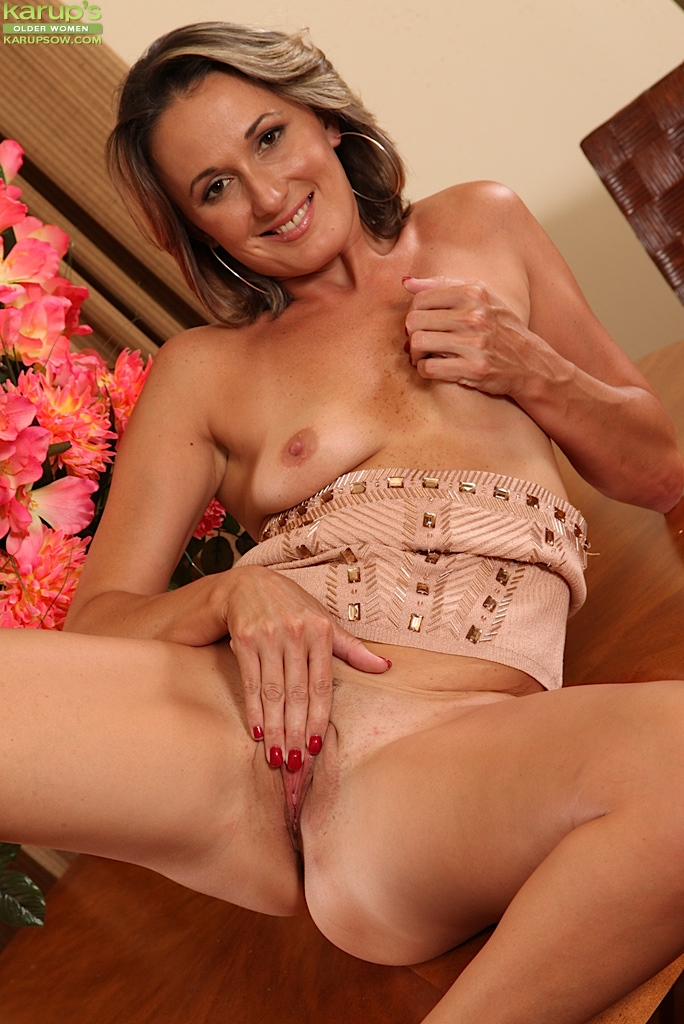 Beautiful nude mature women milf