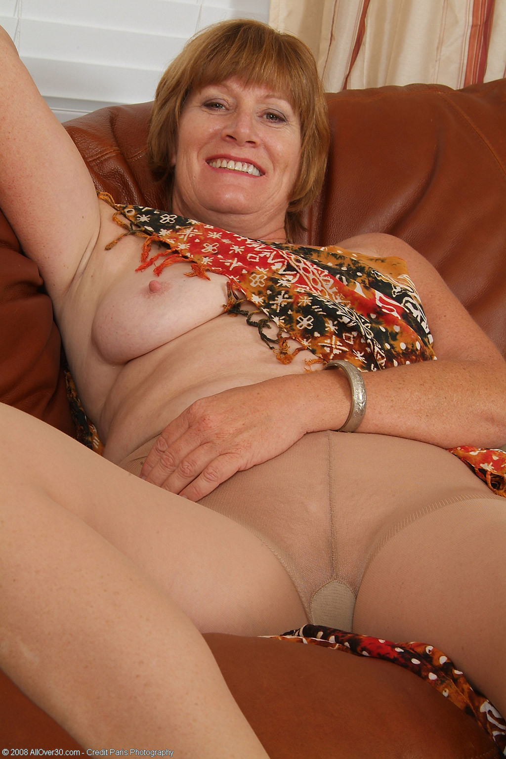 bugil mature mom