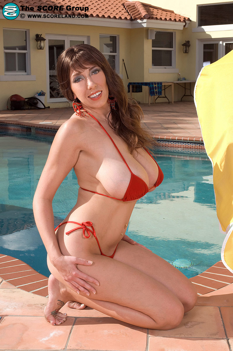 Seems Mature with big tits in bikini