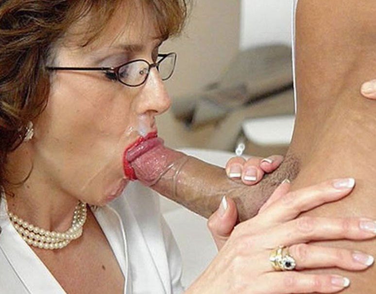 Please the Granny gives blowjob