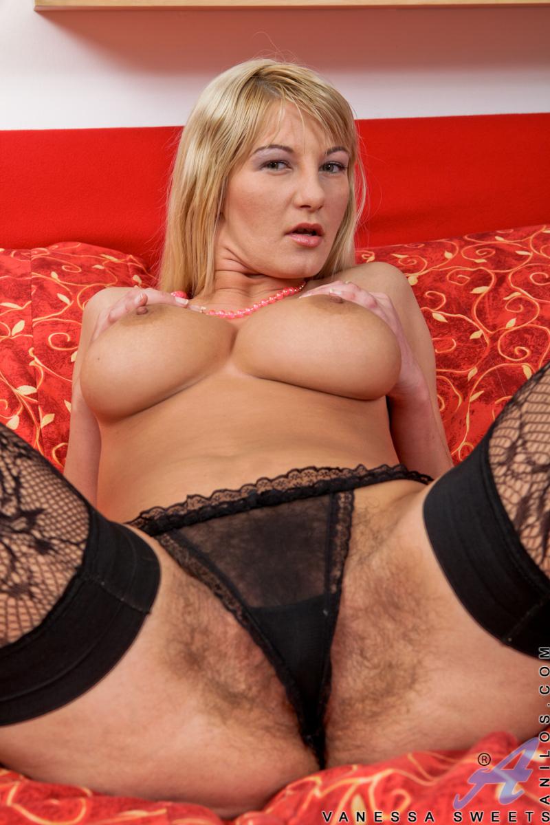 Large natural mature tits