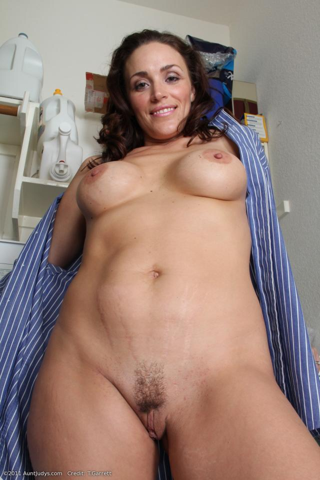 Busty nude naked mom