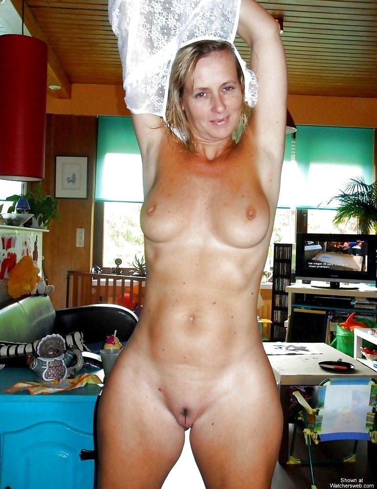Фото тетки голышом