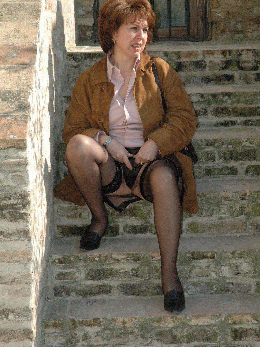 Free mature women in corset galleries
