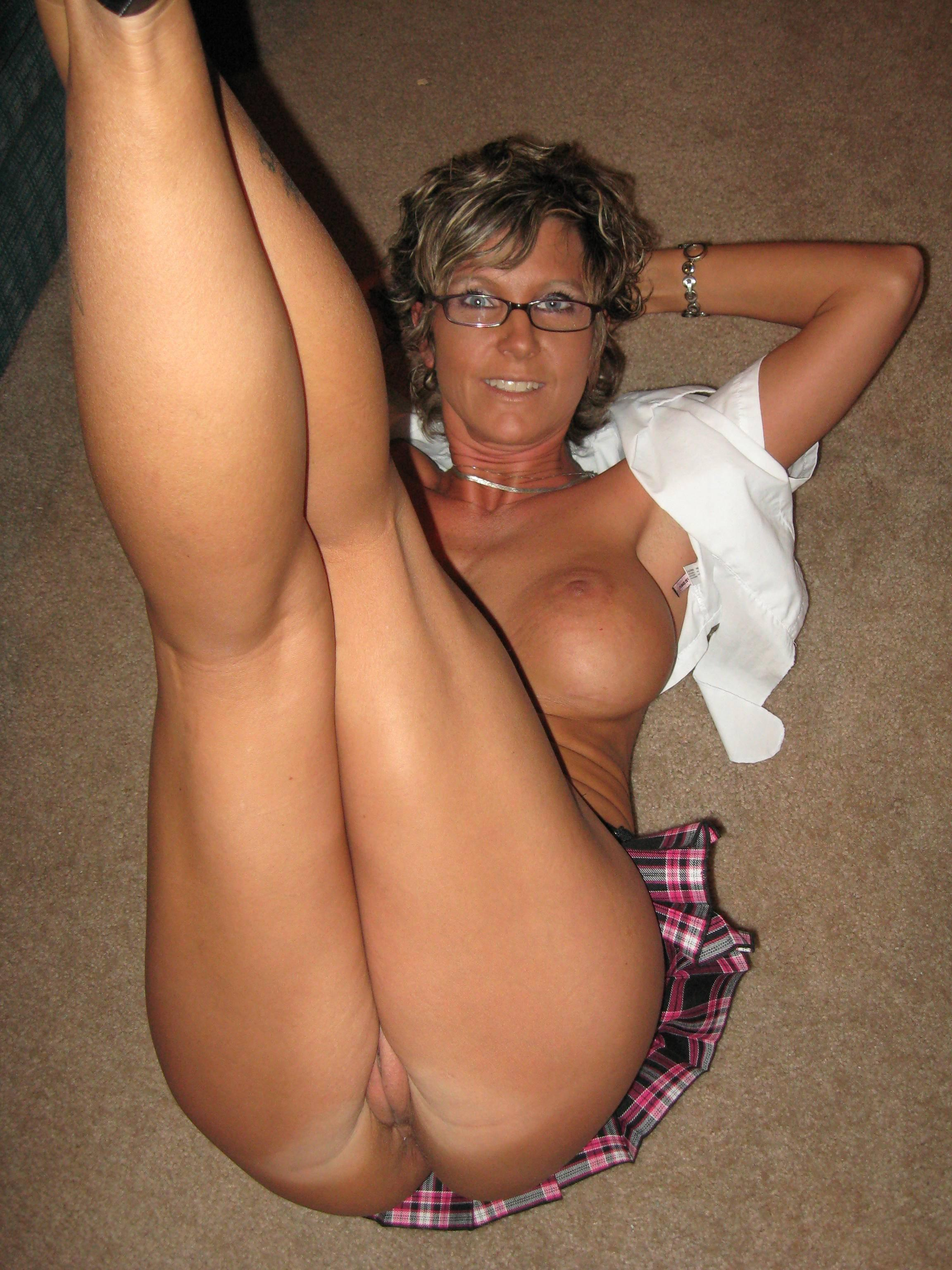 Real Mature Milf Pics Pictures Boobs Showing Cleavage Asin