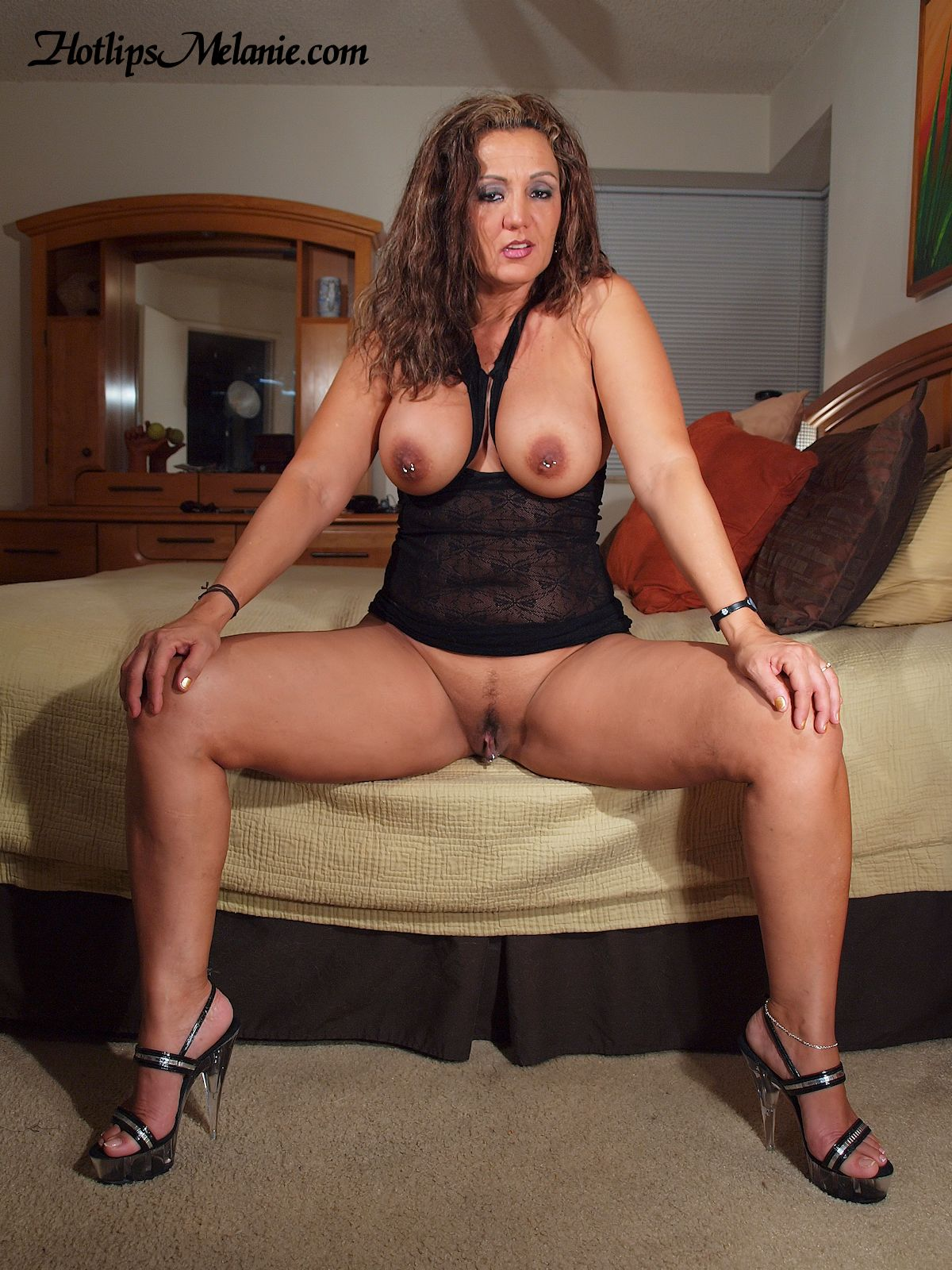 hot exploited mature women on black