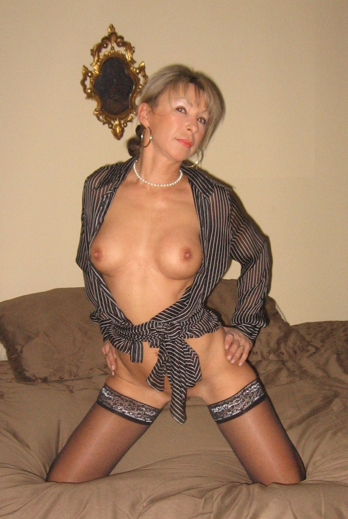 hot nude naked mom