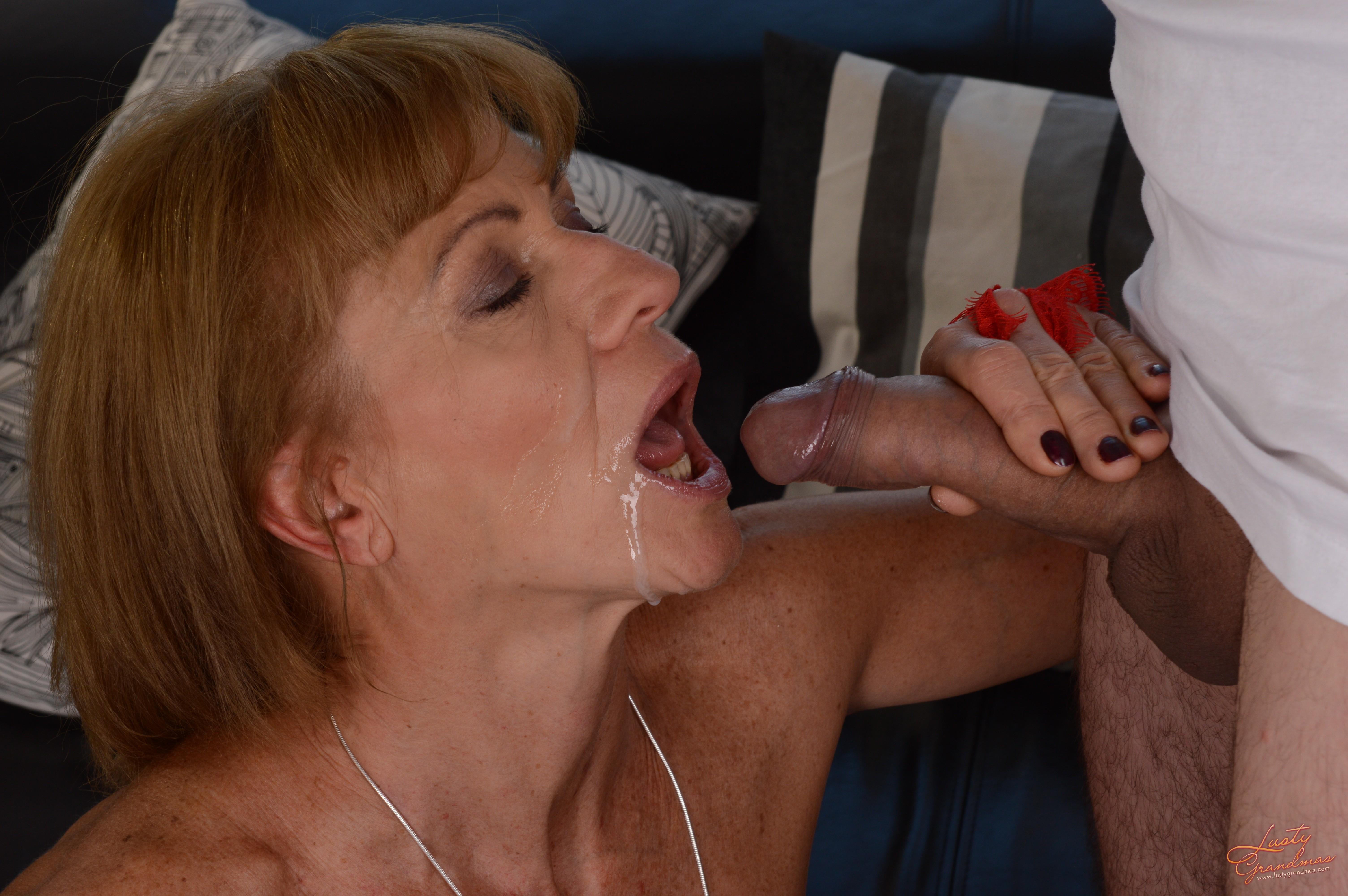 Порно мама берет в рот