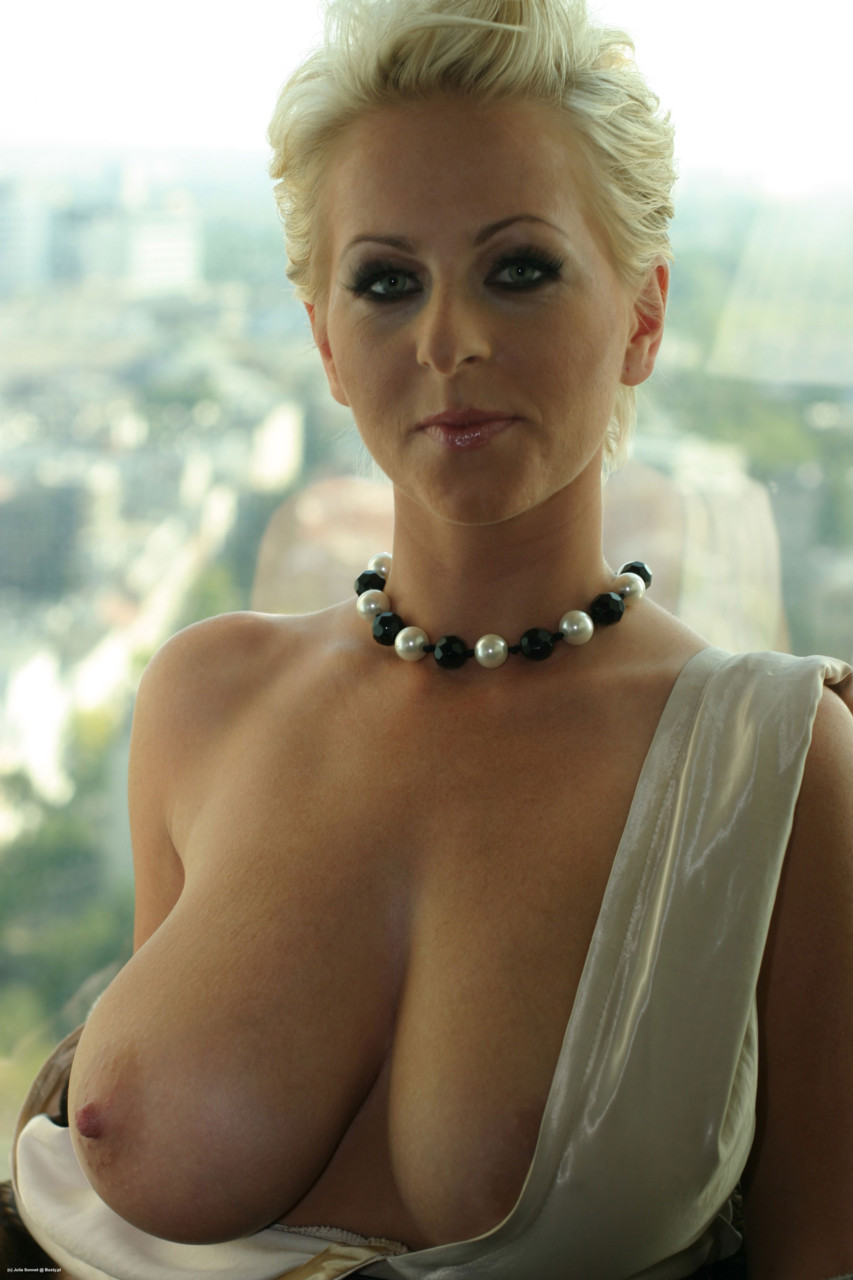 Topless Mom Pics Tease Sunday Ltqgjixmsj Qgvm