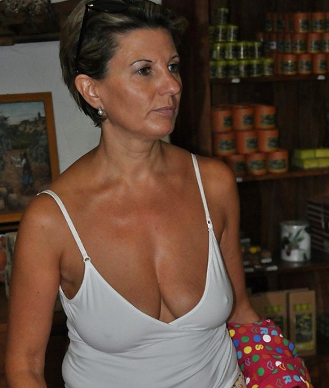 all mature gallery amateur porn photo saggy all matures cleavage braless