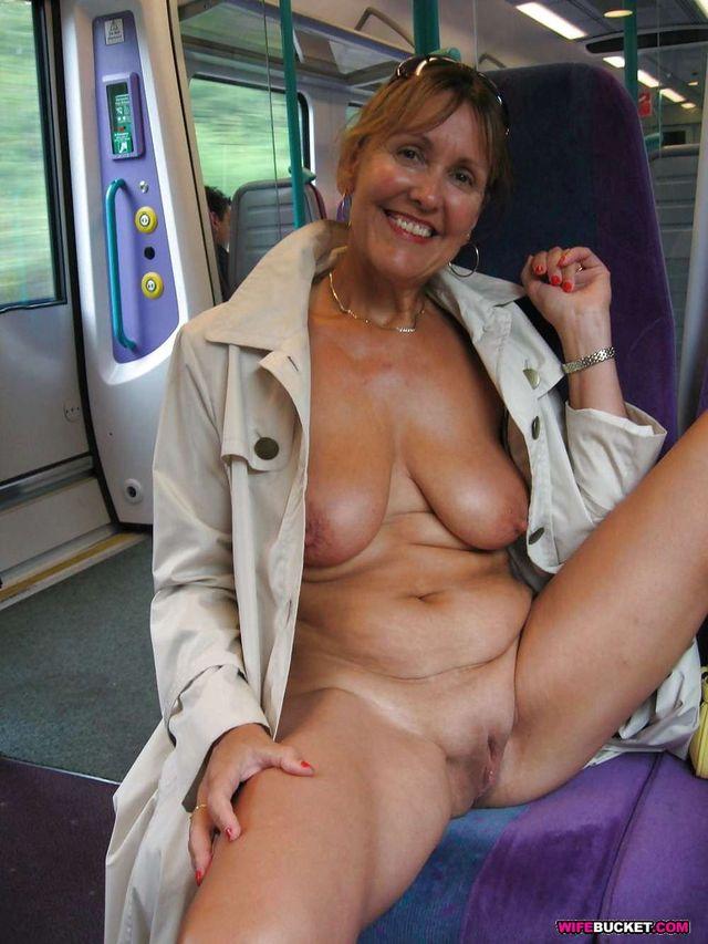 amateur mature pic amateur mature pussy slut public spreads