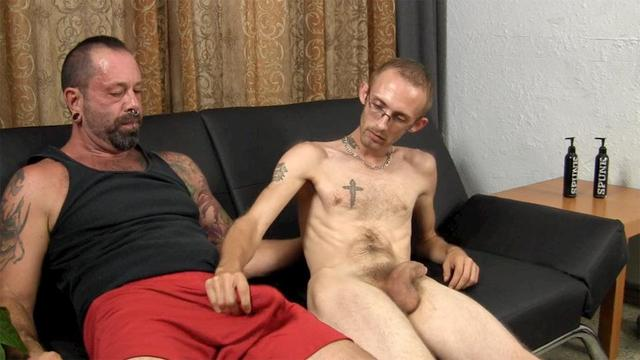 amateur older porn amateur porn older gay guy hairy younger bear gets muscle muscular daddy barebacked straight fraternity