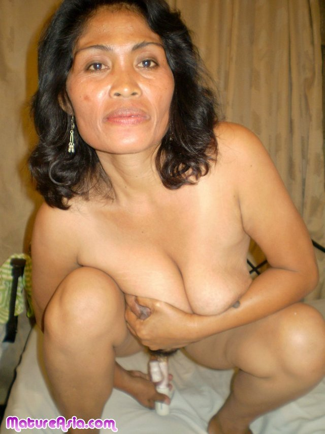 Mature Asian Women Shaved Pussy