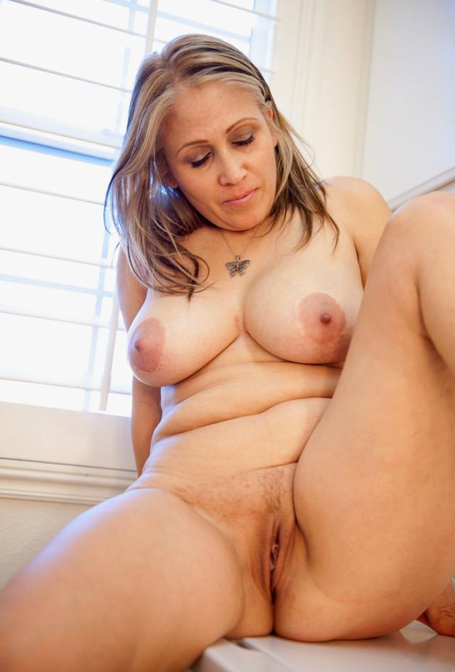 Horny hot nude woman