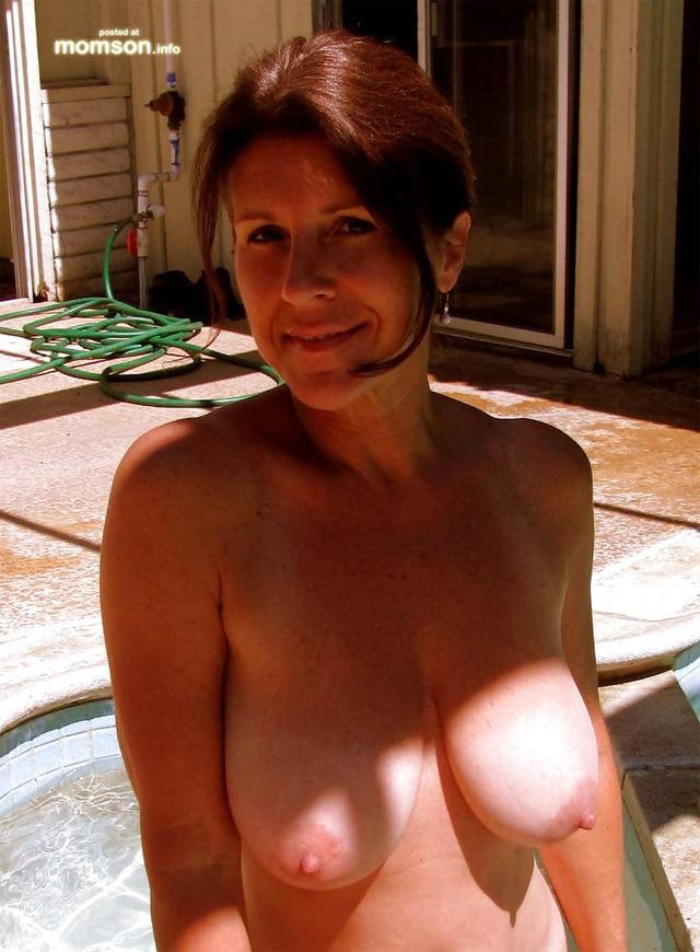 Amateur mom nude pool all charm!
