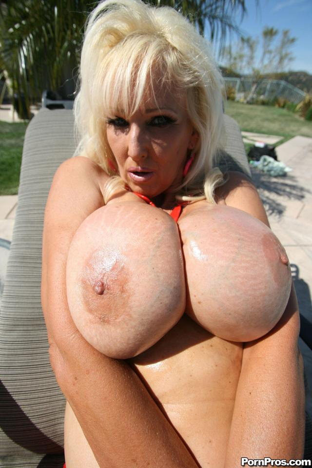 big tit porn mature mature porn photo tits huge veteran tia gunn silicone