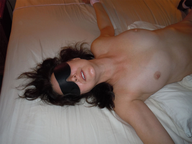 blindfolded free pic porn mature porn pictures free galleries wife used hotel tubes blindfolded nudie