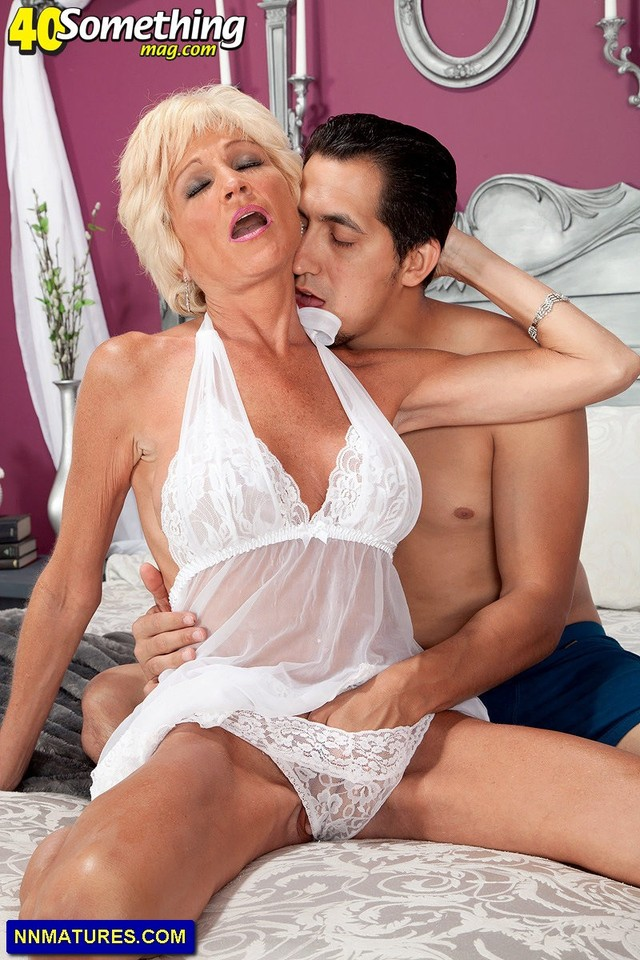 busty mature images mature blonde busty sexy goes deep attachment nikki sixxx