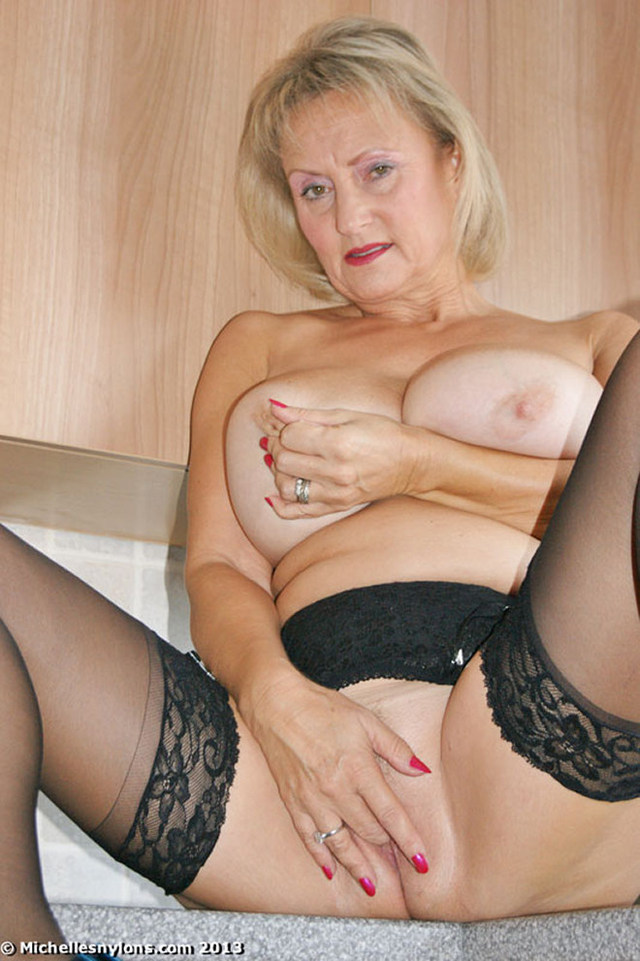 busty mature milf galleries mature busty michelle