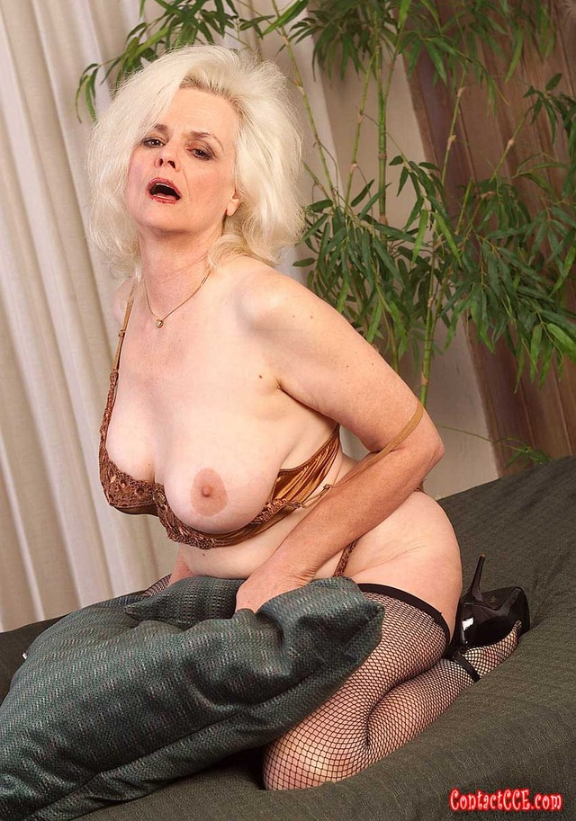 busty mature milf galleries mature ass milf photo gallery hot stockings busty lingerie babes fun spreads zoe zane submissions