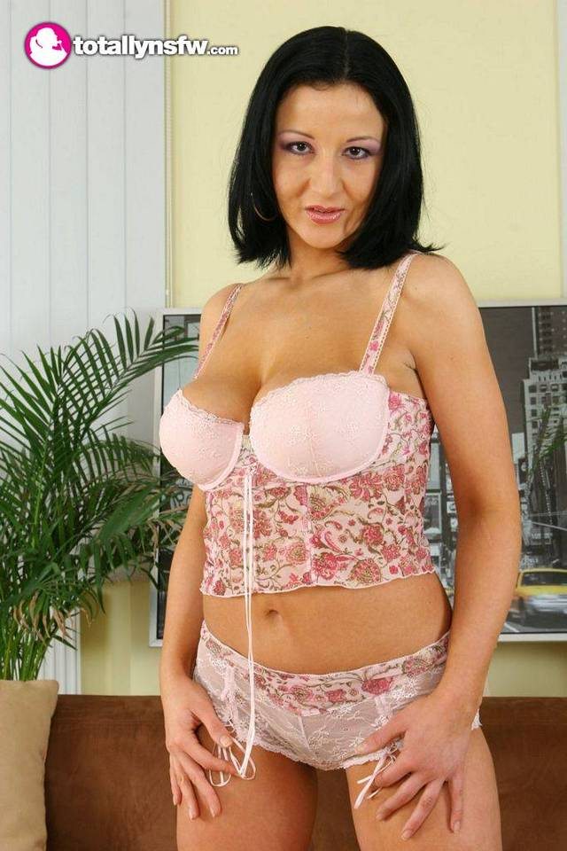 busty milf photos galleries milf busty store totallynsfw brenda vkmedia sizes mfzatyj spvfbt